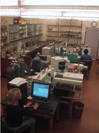 Photo of the Analyitical Geochemistry Lab