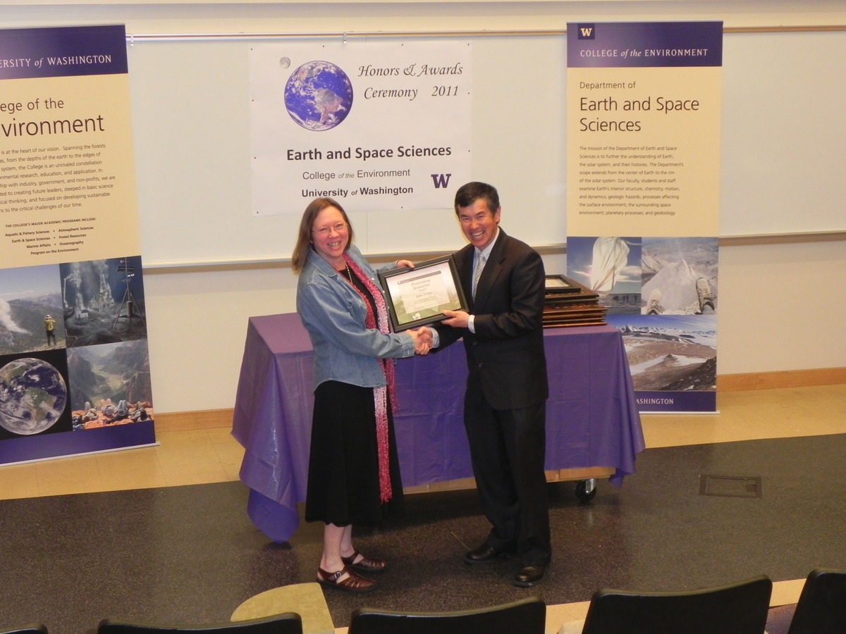 Photo of Heidi Houston receiving the College of the Environment Researcher Award for John Vidale.