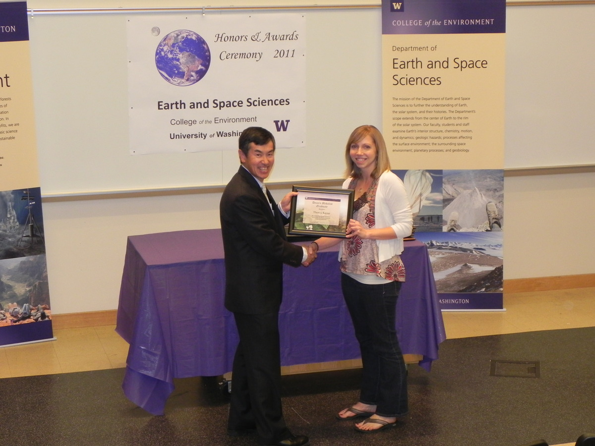 Photo of Theresa Kayzar receiving the College of the Environment Graduate Student Award.